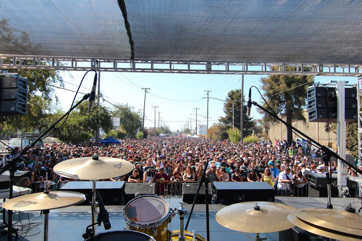 KinerkTube.com on stage w/ legends at Heiro Day in Oakland CA. 2014 (Crowd Overlook) Image cred: Robbie K. Everydayalday